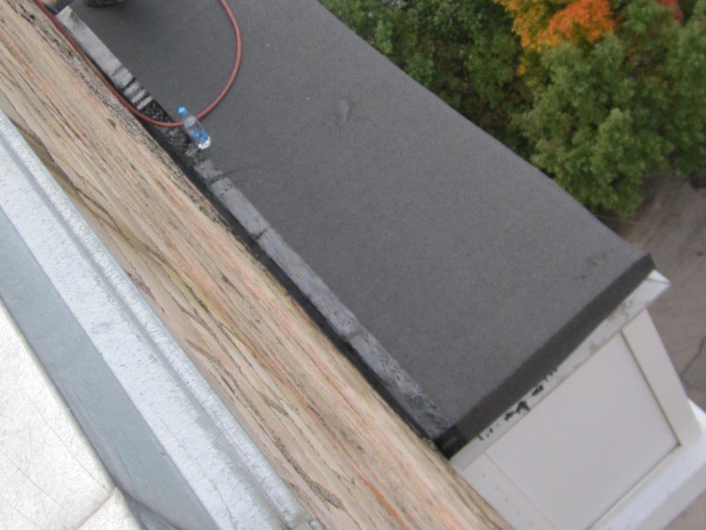 Мягкие кровельные материалы для крыши надбалконного козырька.